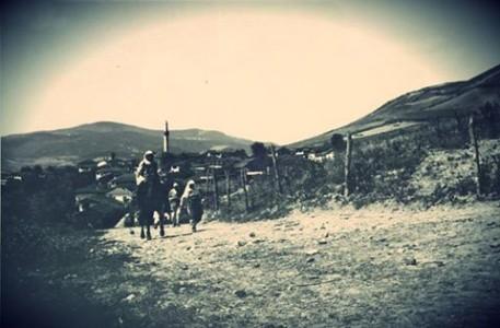 Novi Pazar 1930. Duke shkuar ne treg te  kafsheve