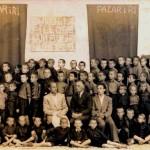 """Nxënëst e shkollës """" Naim Frashëri """" në pazarin e Ri, 1942"""