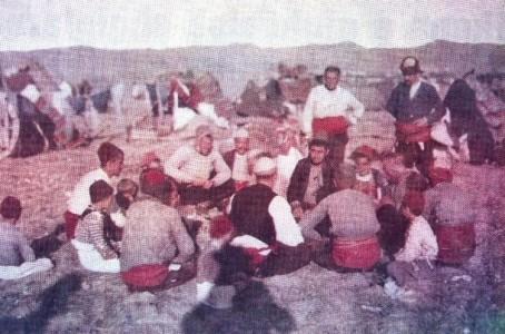 Shqiptar të ikur nga ushtria serbe në Selanik (pushojnë)