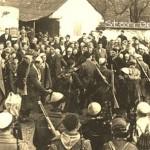 Aqif Blyta  në mes  duke iu dëshiruar mirëseardhje vllëzërve  nga Kosova