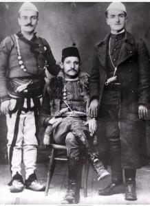 4.-Čuvena-Biševska-komita.-Sa-lijeva-vođa-Reko-Biševac-u-sredini-njegov-brat-Murat-i-brat-od-amidže-Kasum
